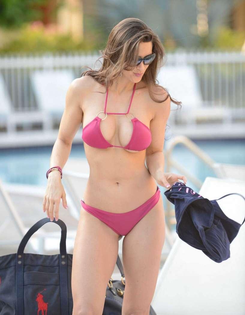 bikini gros nichons (9)