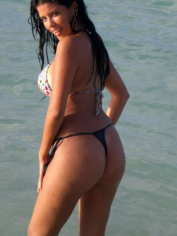 bombasse bresilienne bikini nue (1)