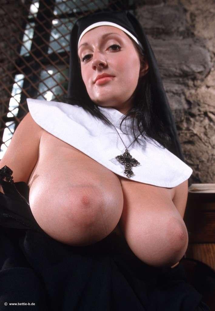 bonne soeur gros seins nue (106)