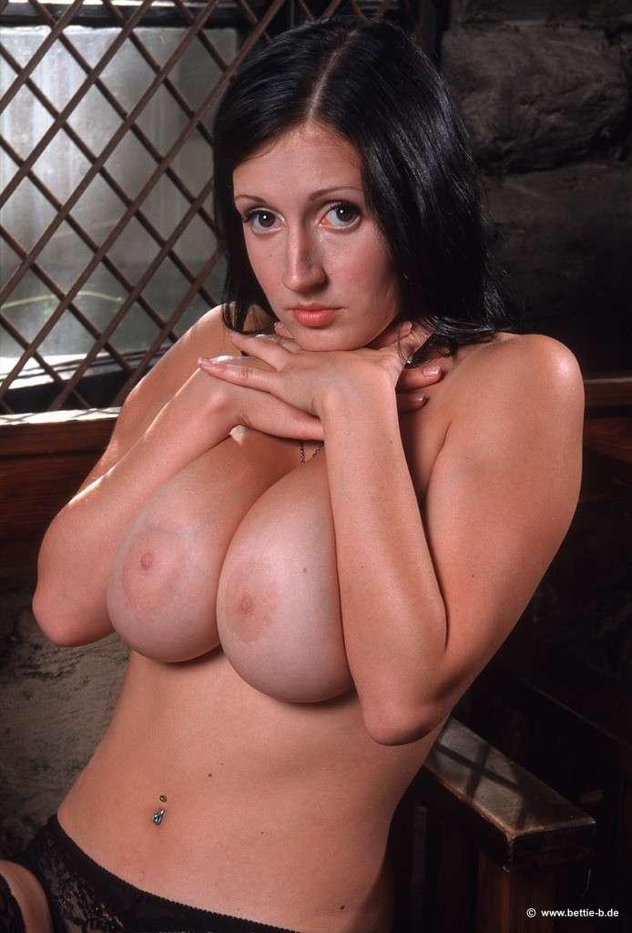 bonne soeur gros seins nue (111)