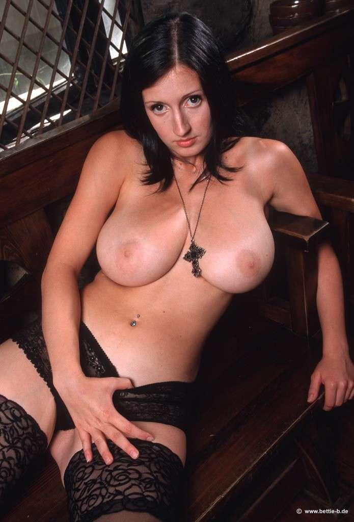bonne soeur gros seins nue (112)