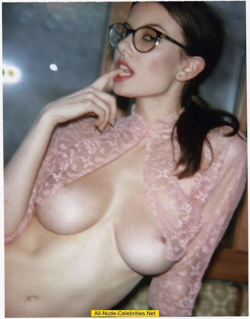 brune nue lunettes (6)