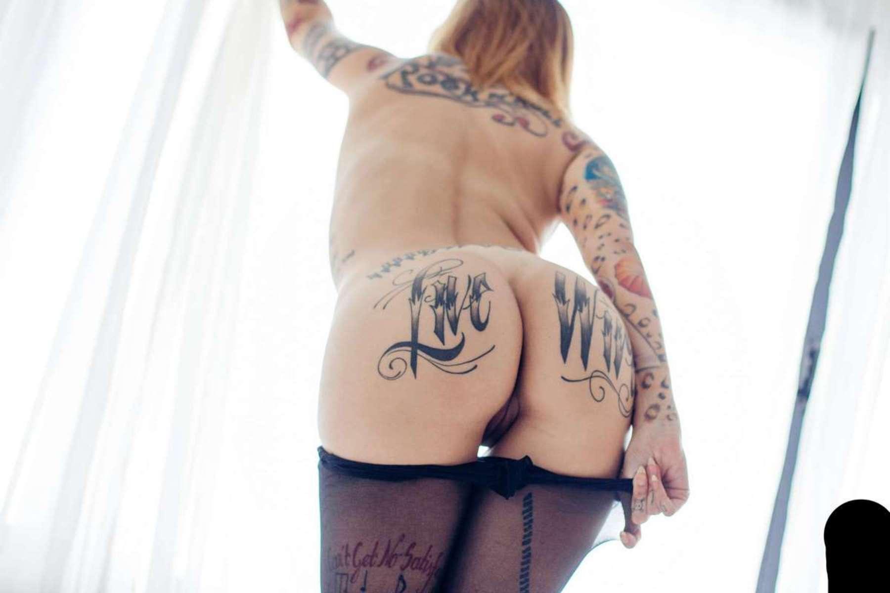 fille nue gothique tatouage hot (100)