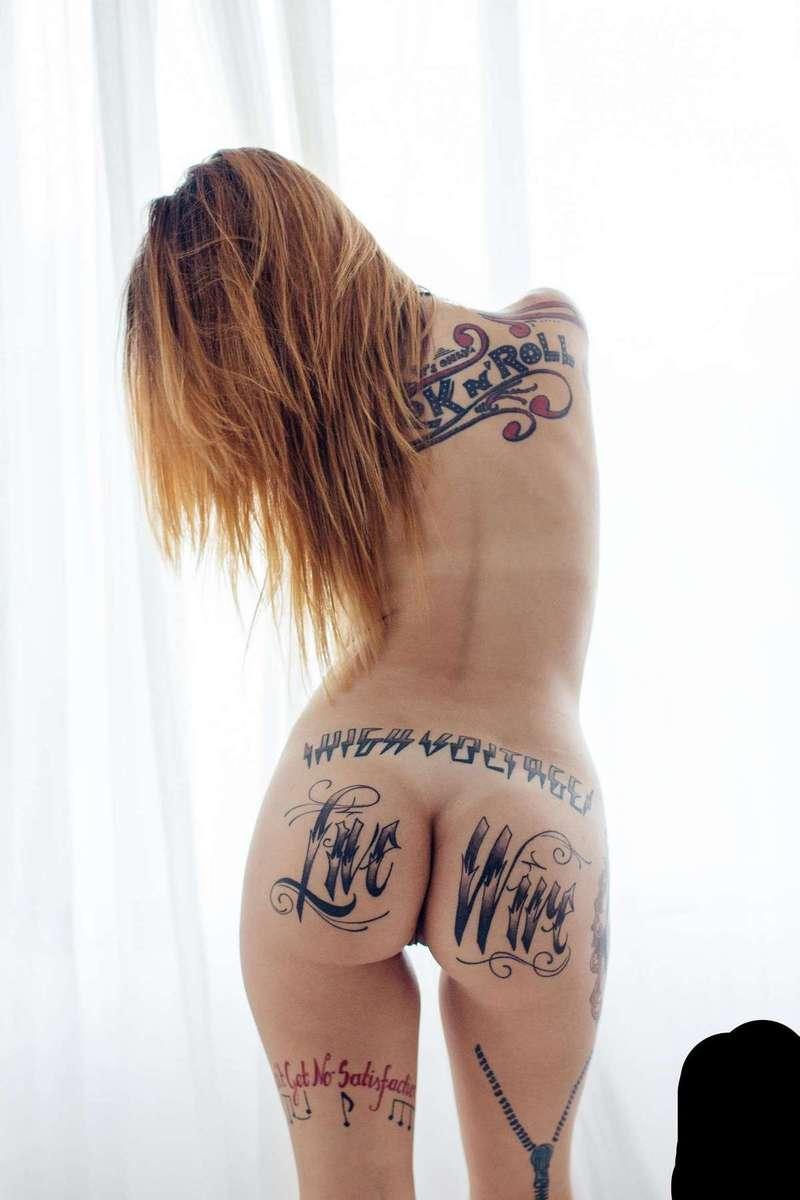 fille nue gothique tatouage hot (110)