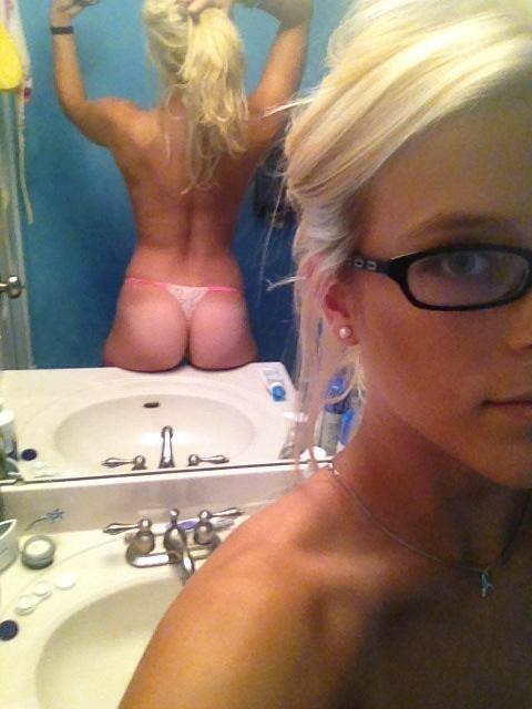 fille nue lunettes (14)