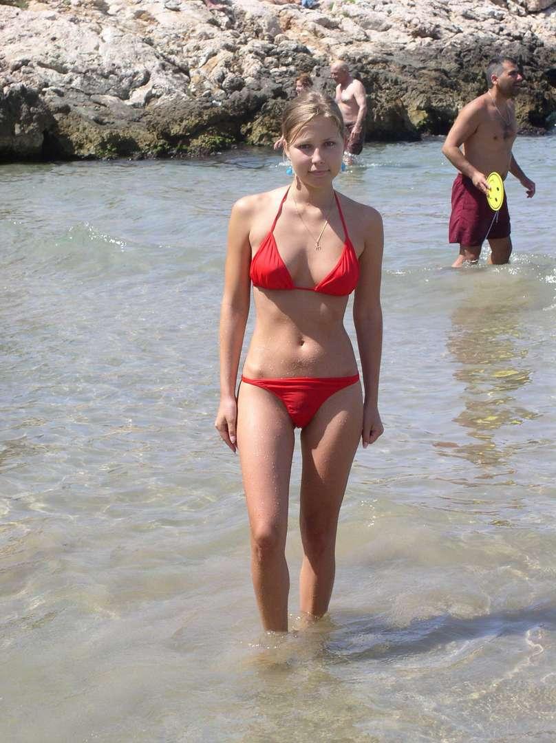 fille sexy bikini rouge (16)