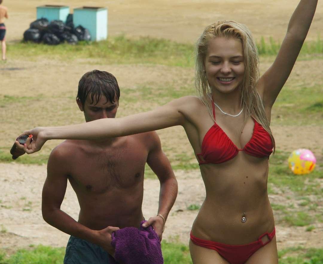 fille sexy bikini rouge (8)