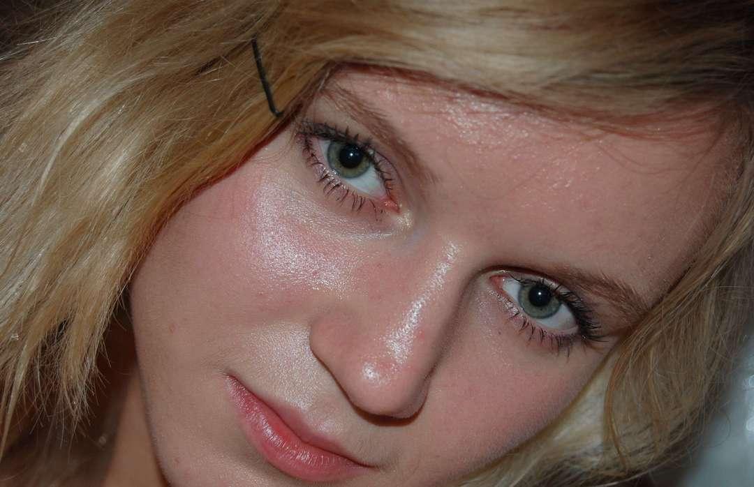 jeune blonde gros seins nue (125)