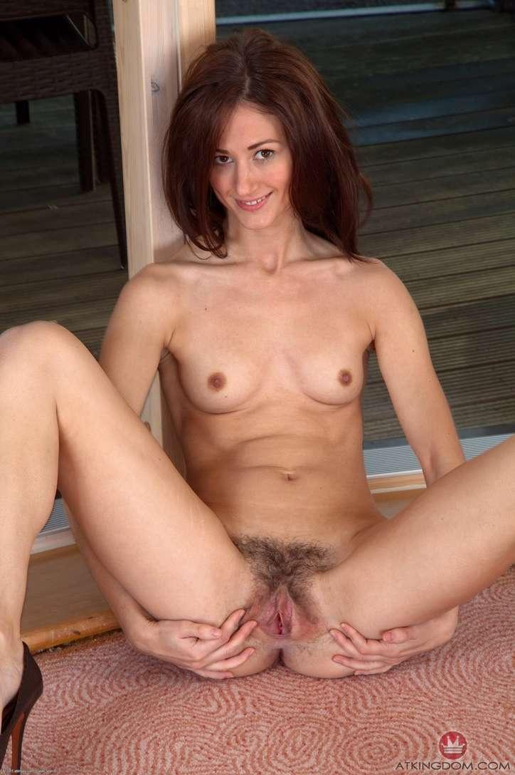 maman brune poilue chatte (116)