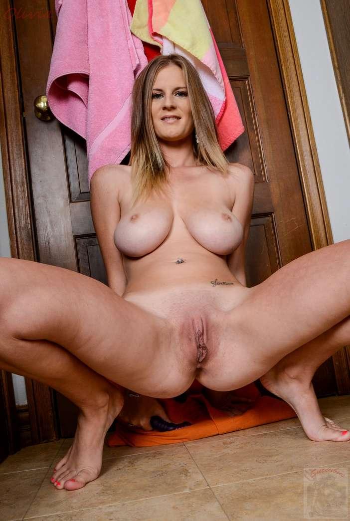 fille rousse nue massage tantrique toulon