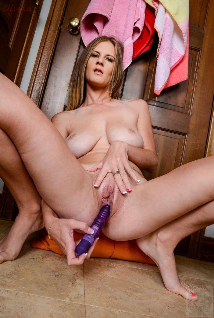 maman gros seins nue gode (141)