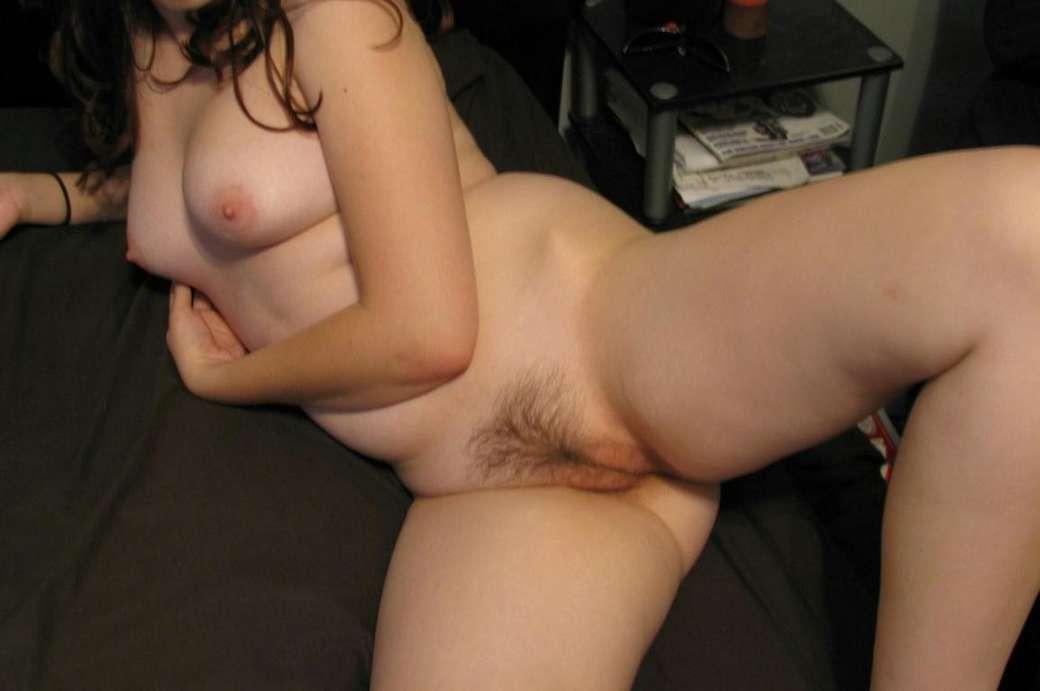 milf petits seins chatte poilue (133)