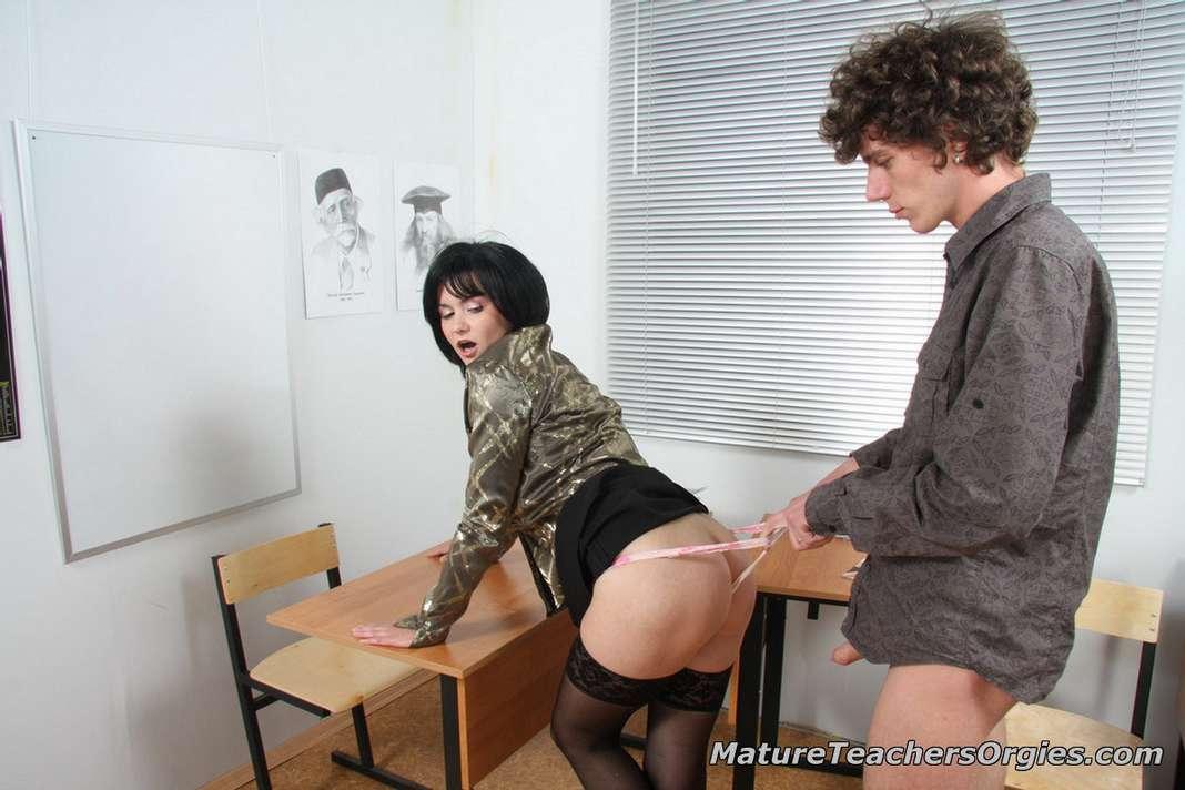 prof mature baise jeune (113)
