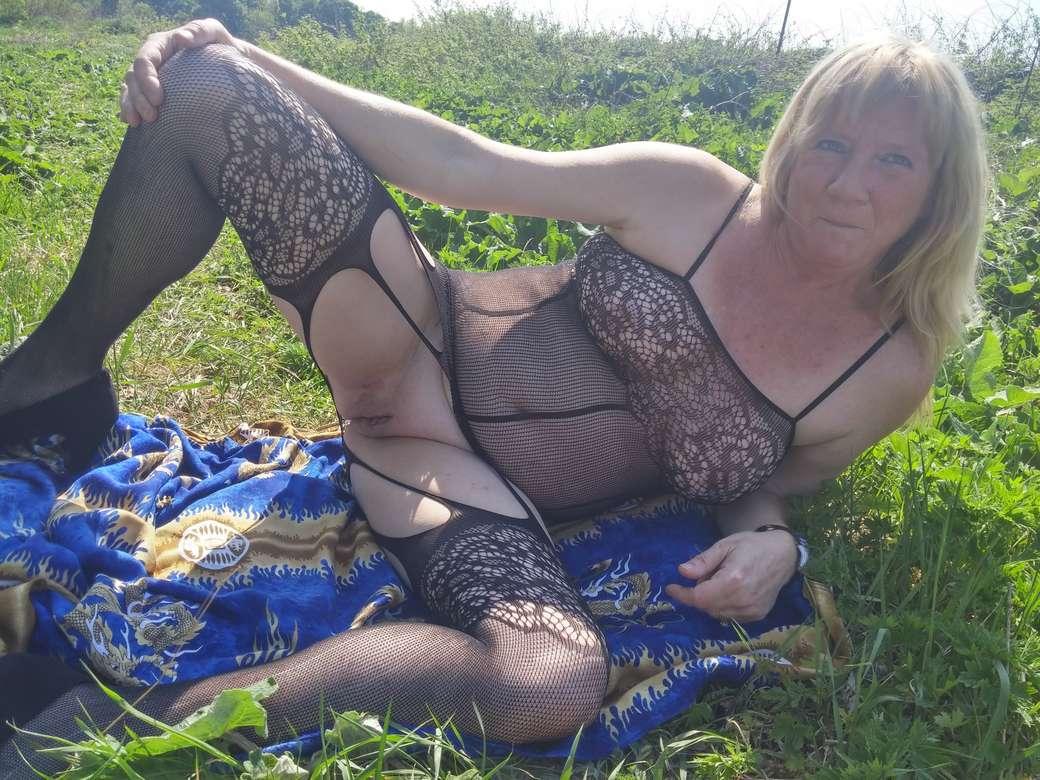 vieille blonde amatrice exhibe (109)