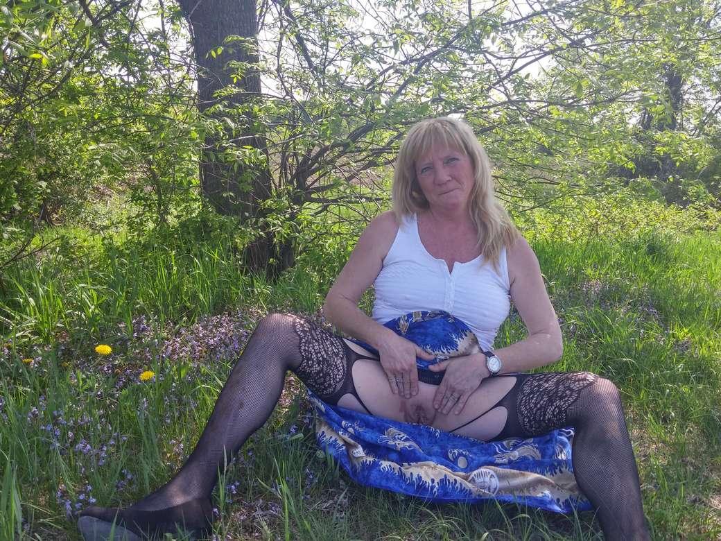 vieille blonde amatrice exhibe (113)