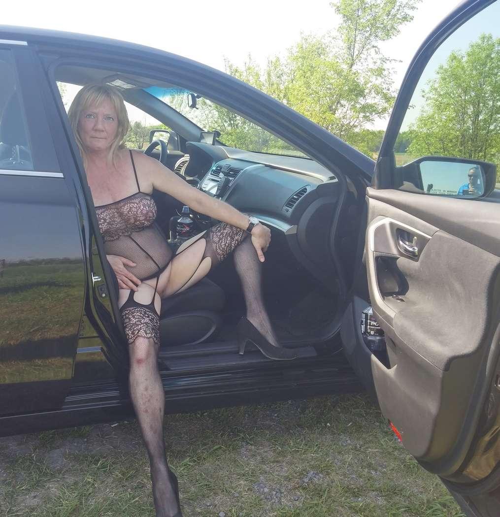 vieille blonde amatrice exhibe (117)