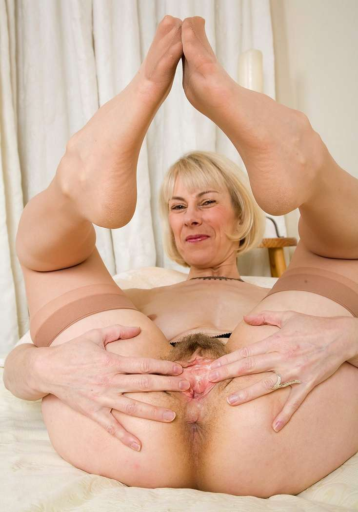 mature poilue dominatrice enculeuse