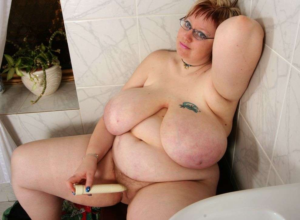 Amateur suspendu gros seins
