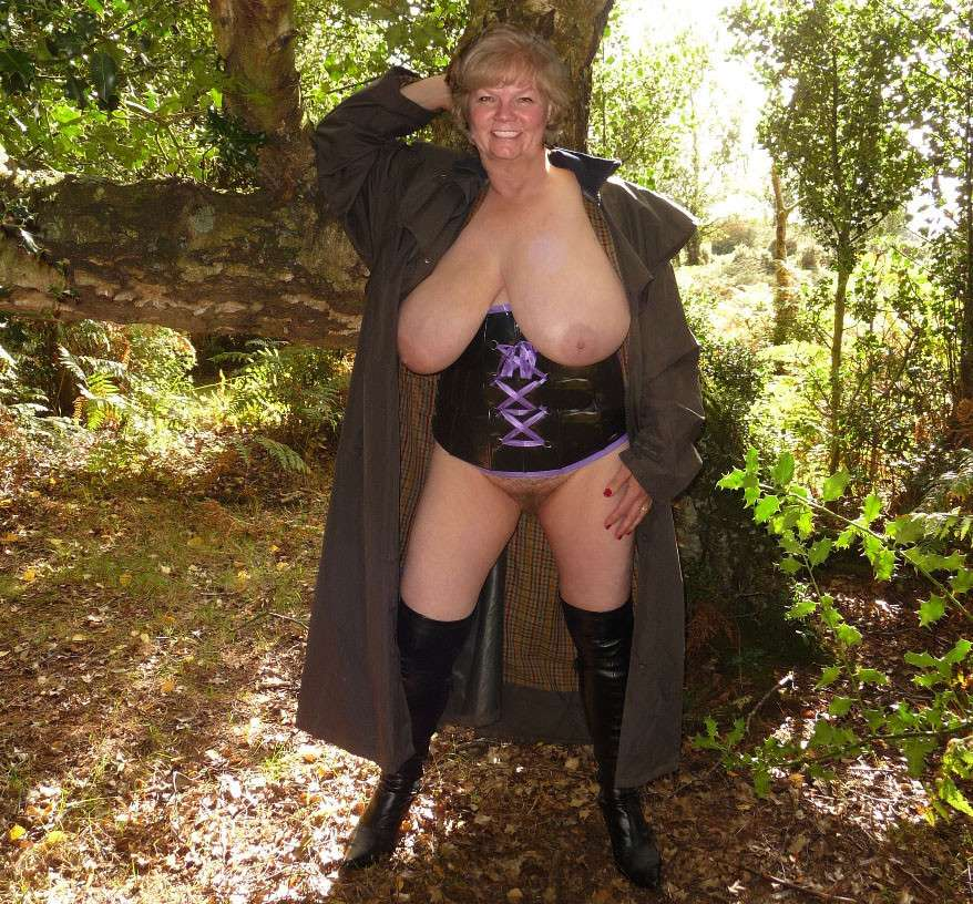 mature nue gros seins (3)