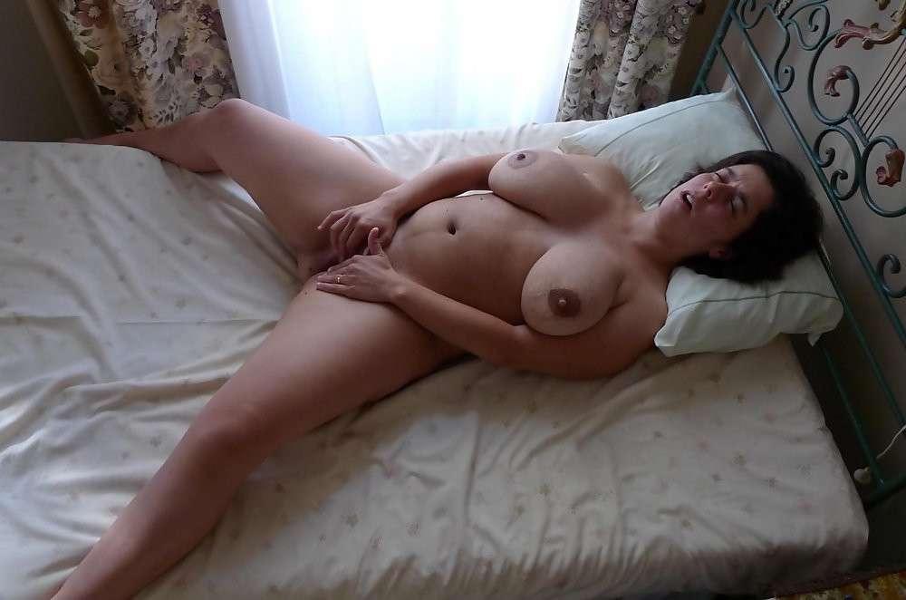 Фото пожилой голой жены в постели