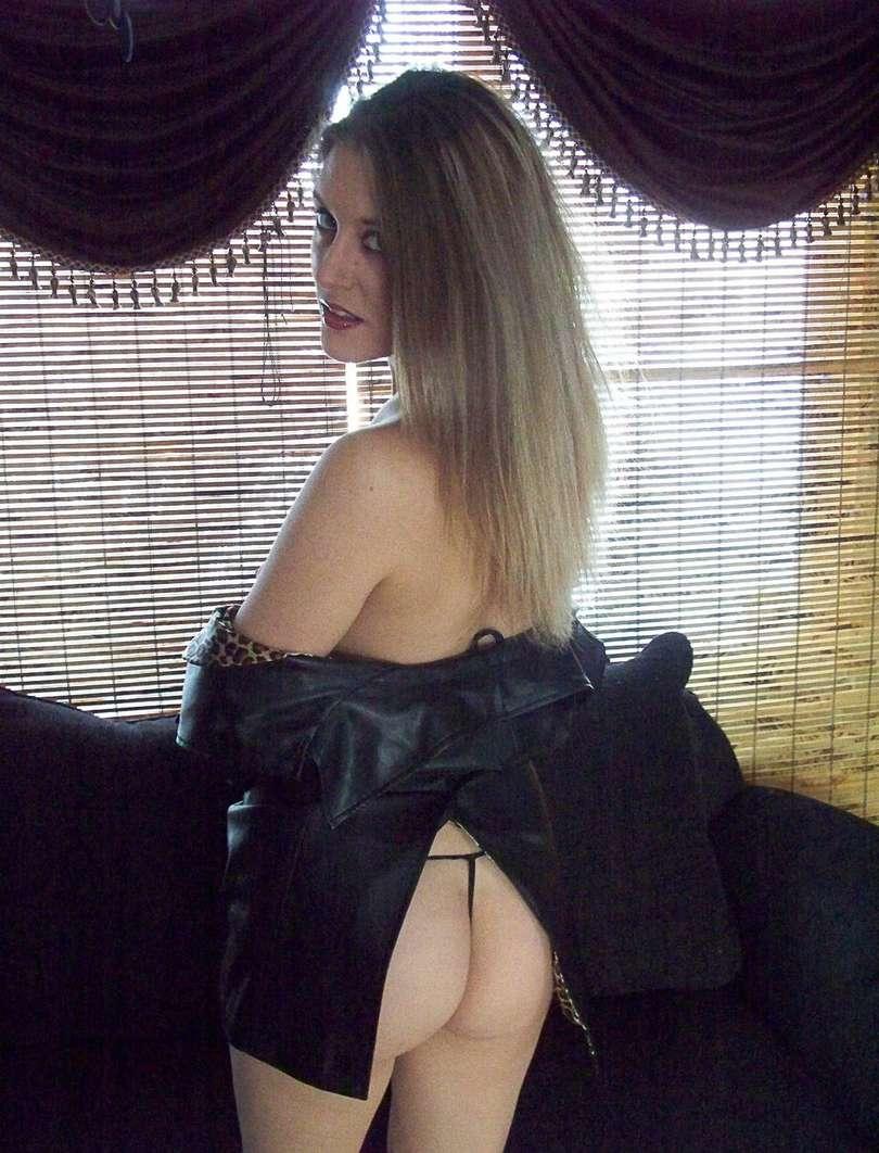 amatrice blonde striptease (107)