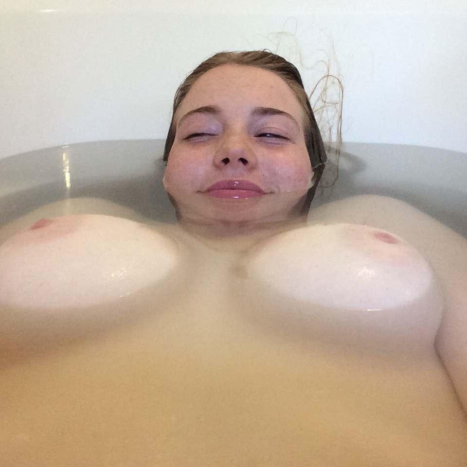amatrice gros seins nus bain (104)