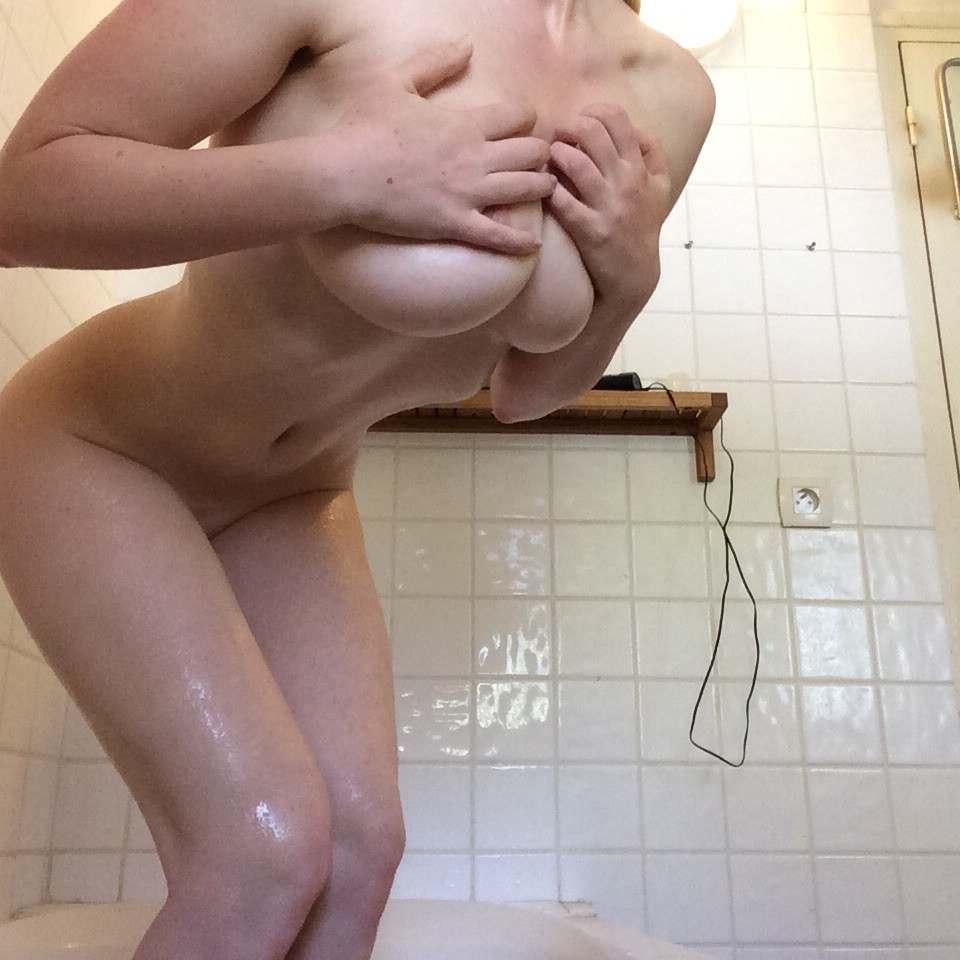 amatrice gros seins nus bain (112)