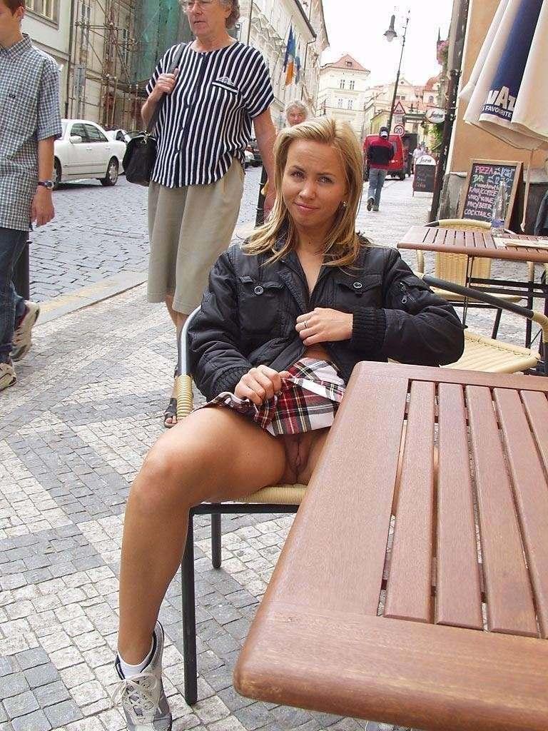 exhibe upskirt nue public (15)