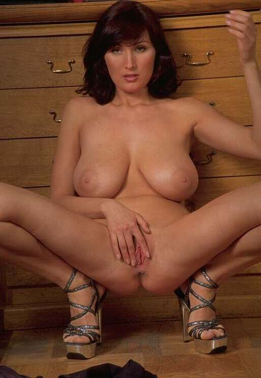 gros seins chatte rasee nue (2)