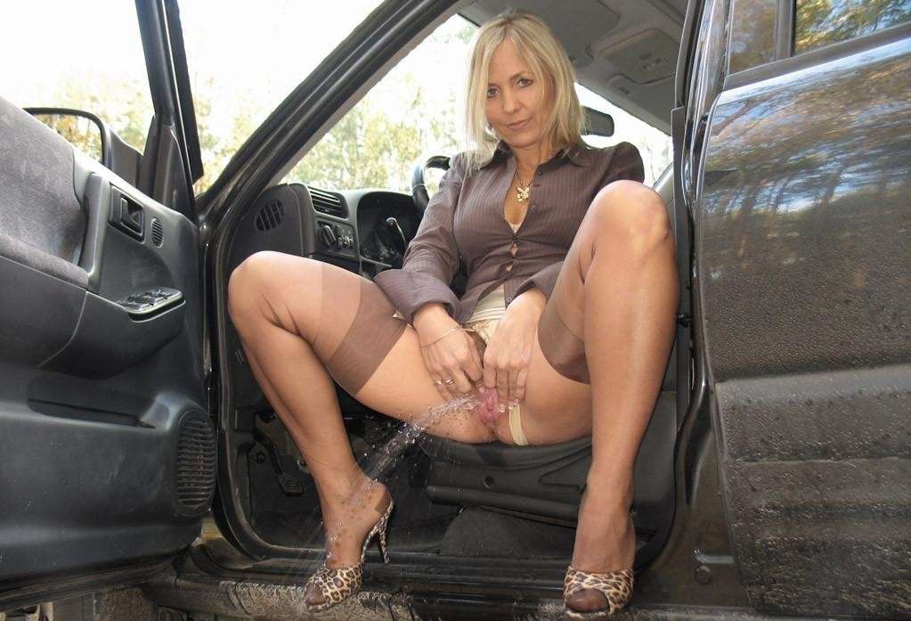 amatrice blonde pisseuse public (33)