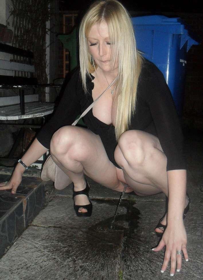 amatrice blonde pisseuse public (40)