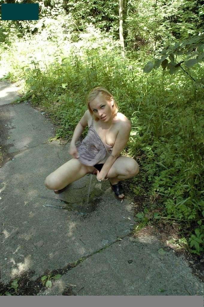 amatrice blonde pisseuse public (42)