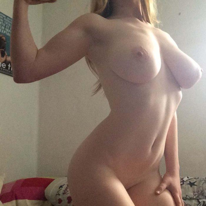 Filles striping vidéo nue