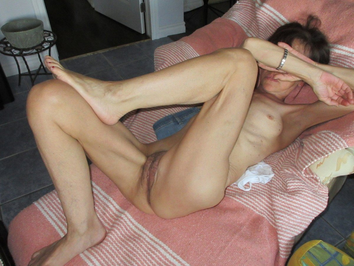 Super Sexy Slim Old Spunker Plays With Her Soaking Wet Pussy