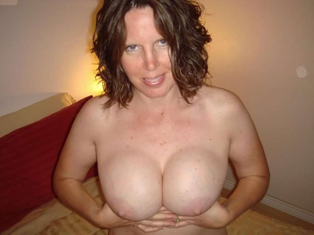 amatrice-enormes-seins-nue-23