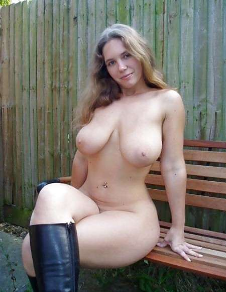 blonde-gros-seins-ronde-nue-11