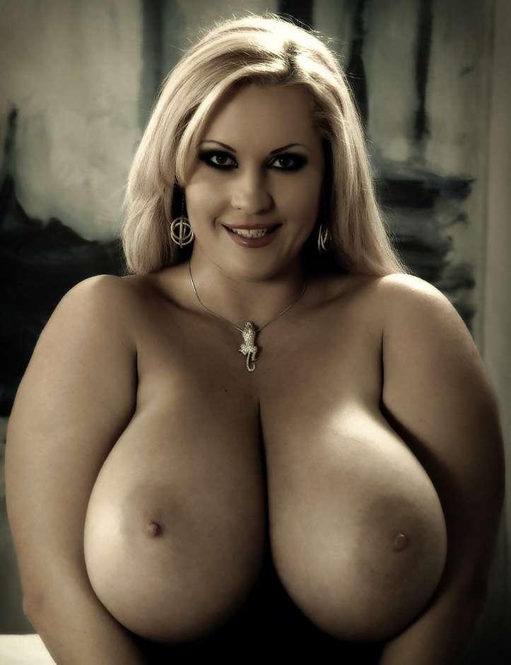blonde-gros-seins-ronde-nue-14
