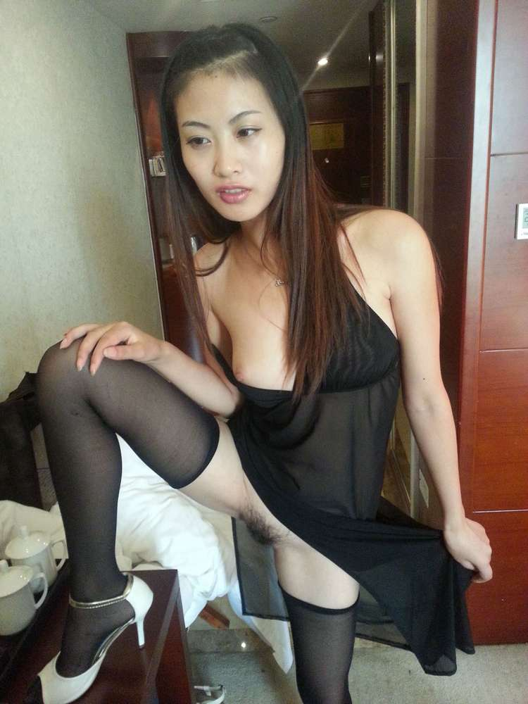 jeune-chinoise-nue-poilue-103