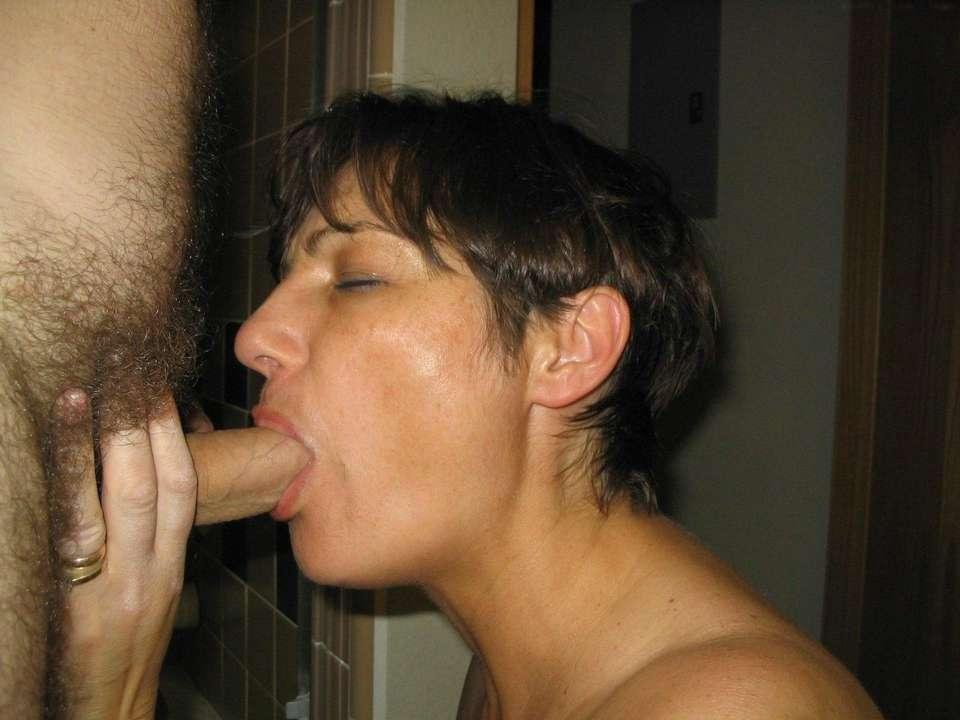 milf-brune-gros-seins-nus-baise-21
