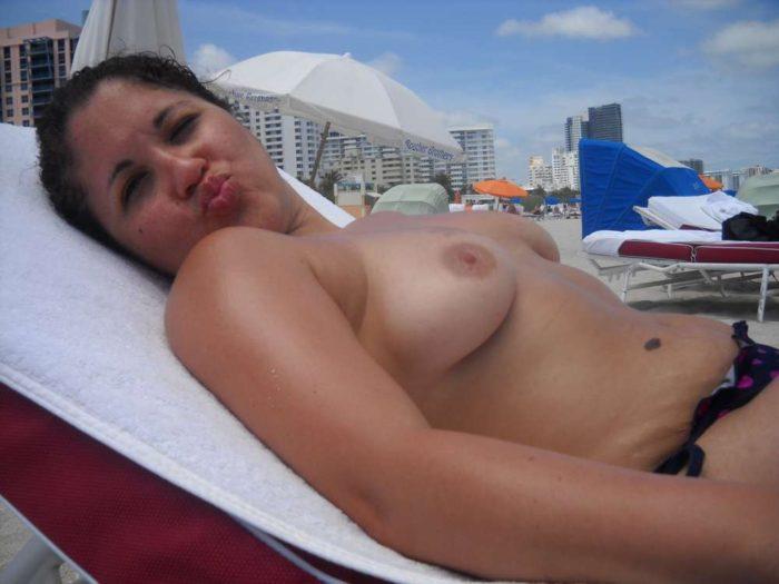 amatrice-seins-nus-plage-topless-3