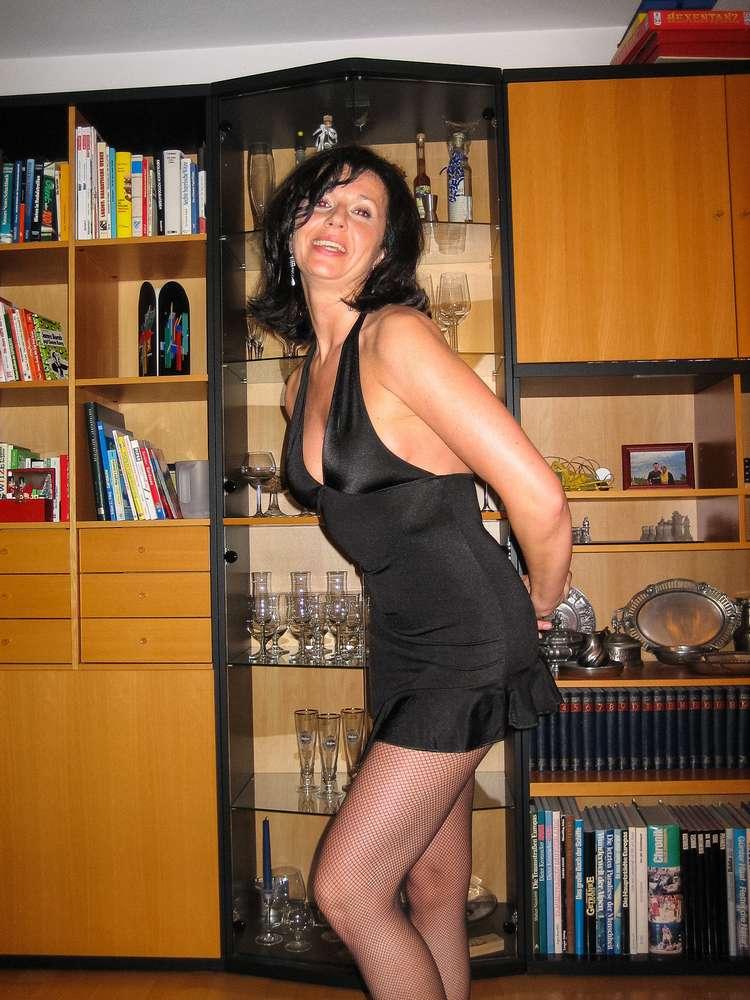 mature-brune-gros-seins-nue-16