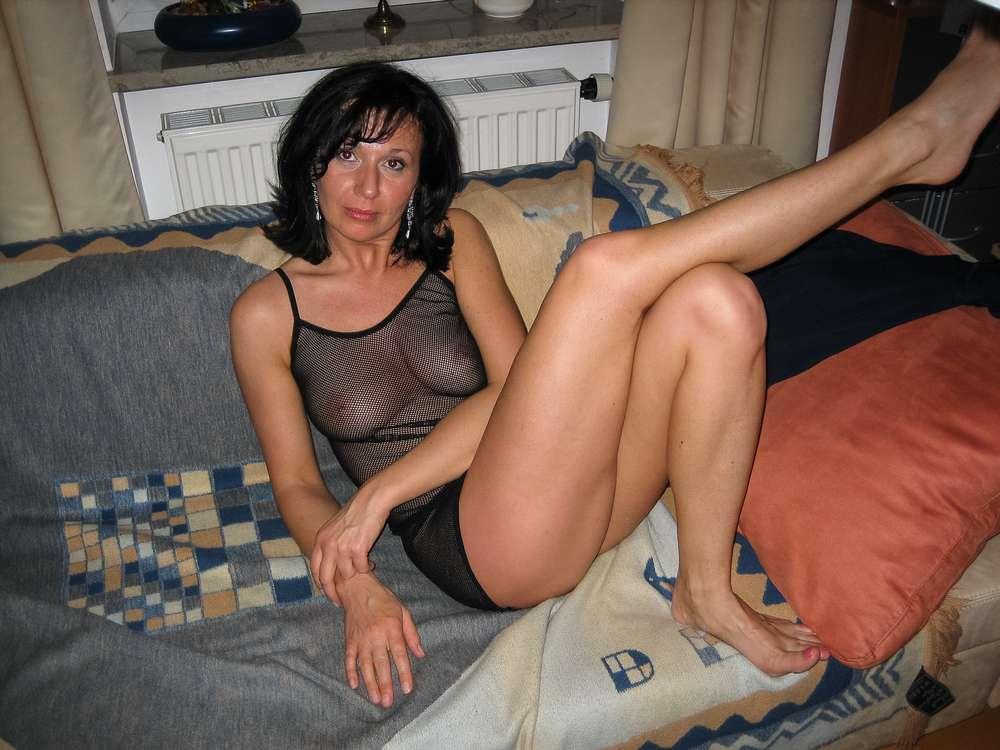 mature-brune-gros-seins-nue-39