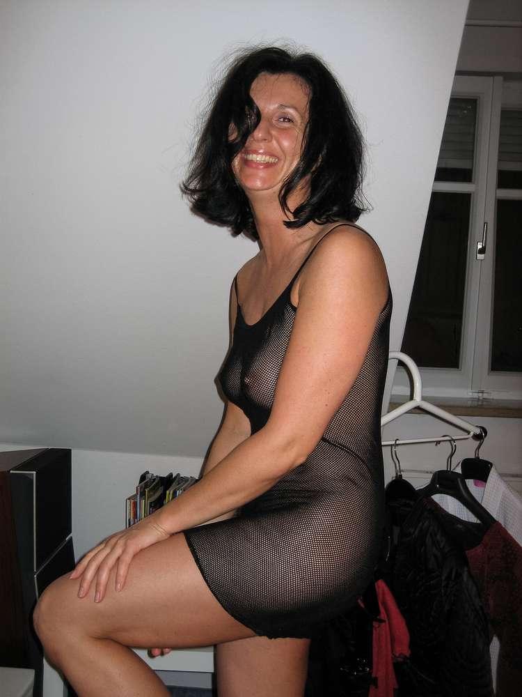 mature-brune-gros-seins-nue-5