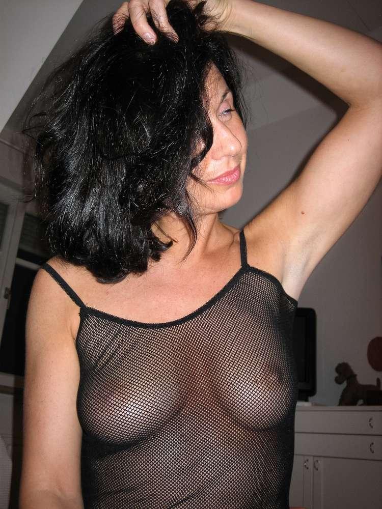 mature-brune-gros-seins-nue-7