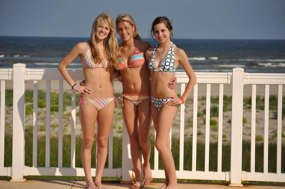 trio-teen-bikini-plage-non-nue-12
