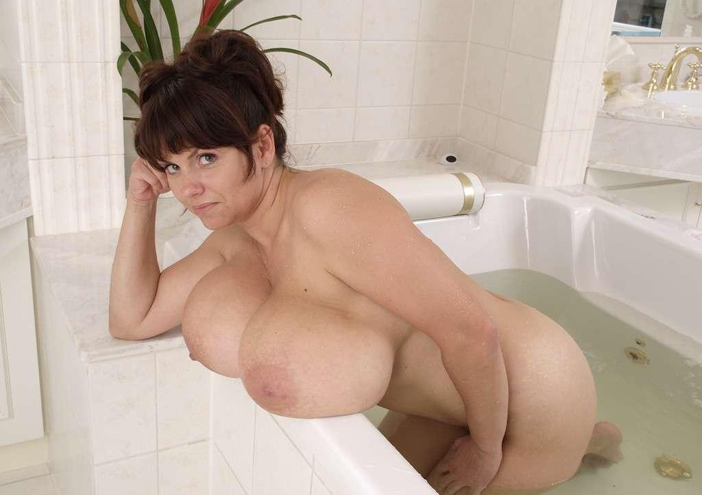 fille-gros-seins-nus-17