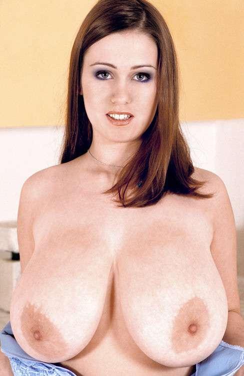 fille-gros-seins-nus-23