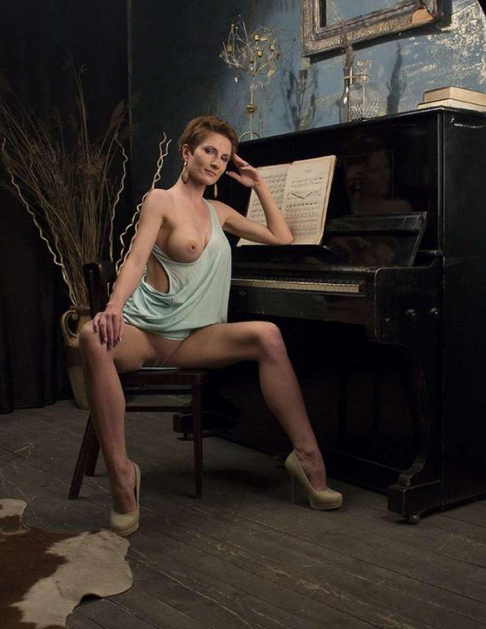 nue sur son balcon belle salope a gros seins