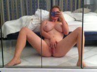 Karolina et ses gros seins en mode selfies hot !!!