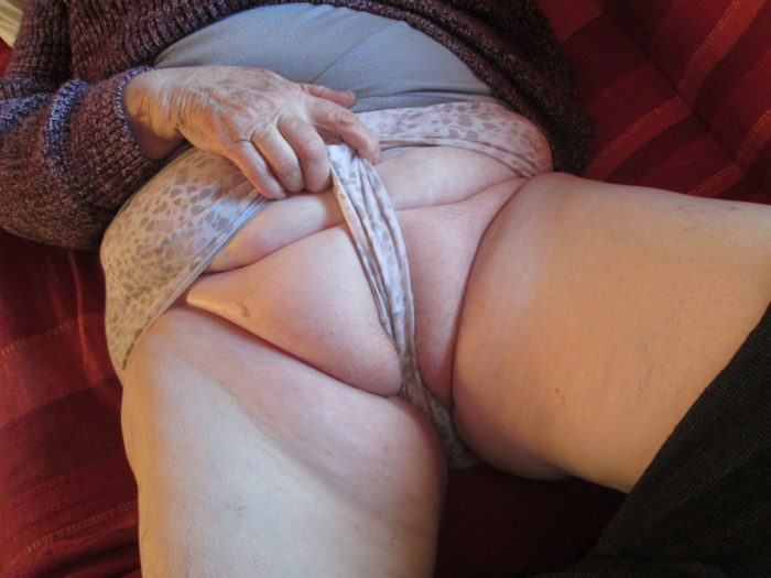 Femmes nues sexy embrassant